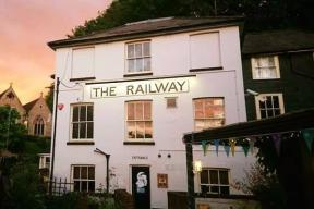 The Railway Inn - Artistic and Community Hub