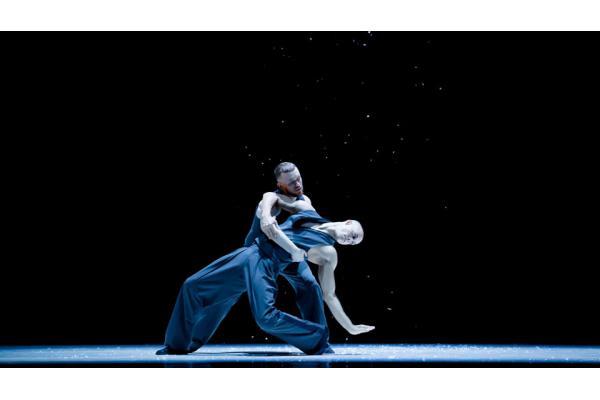 Les Ballets Jazz de Montréal is seeking a soloist male dancer.